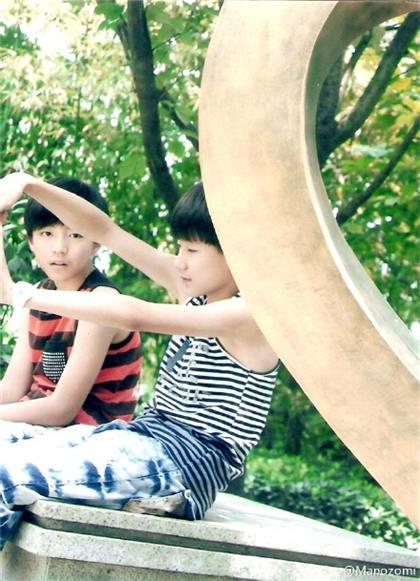 王俊凯和王源小时候的青涩合照_明星图片_q友地带